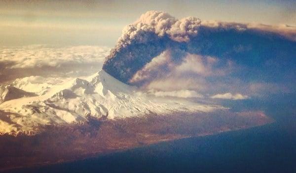 Pavlof Volcano in Alaska still erupting, ash plume up to 37000 feet