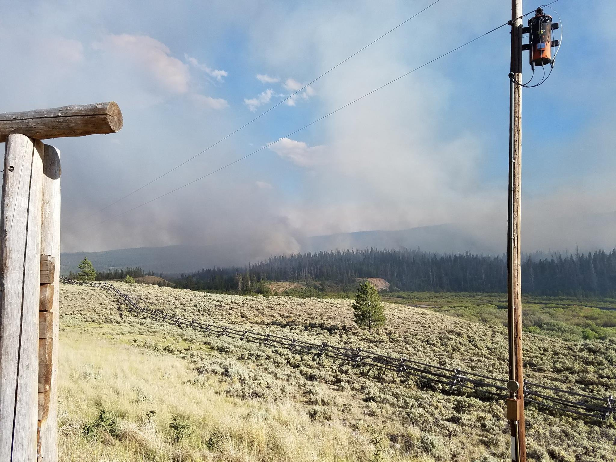 Fires destroy Utah mobile homes, block route to Yellowstone