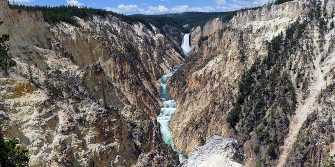 Ecuadorian woman falls to death in Yellowstone canyon