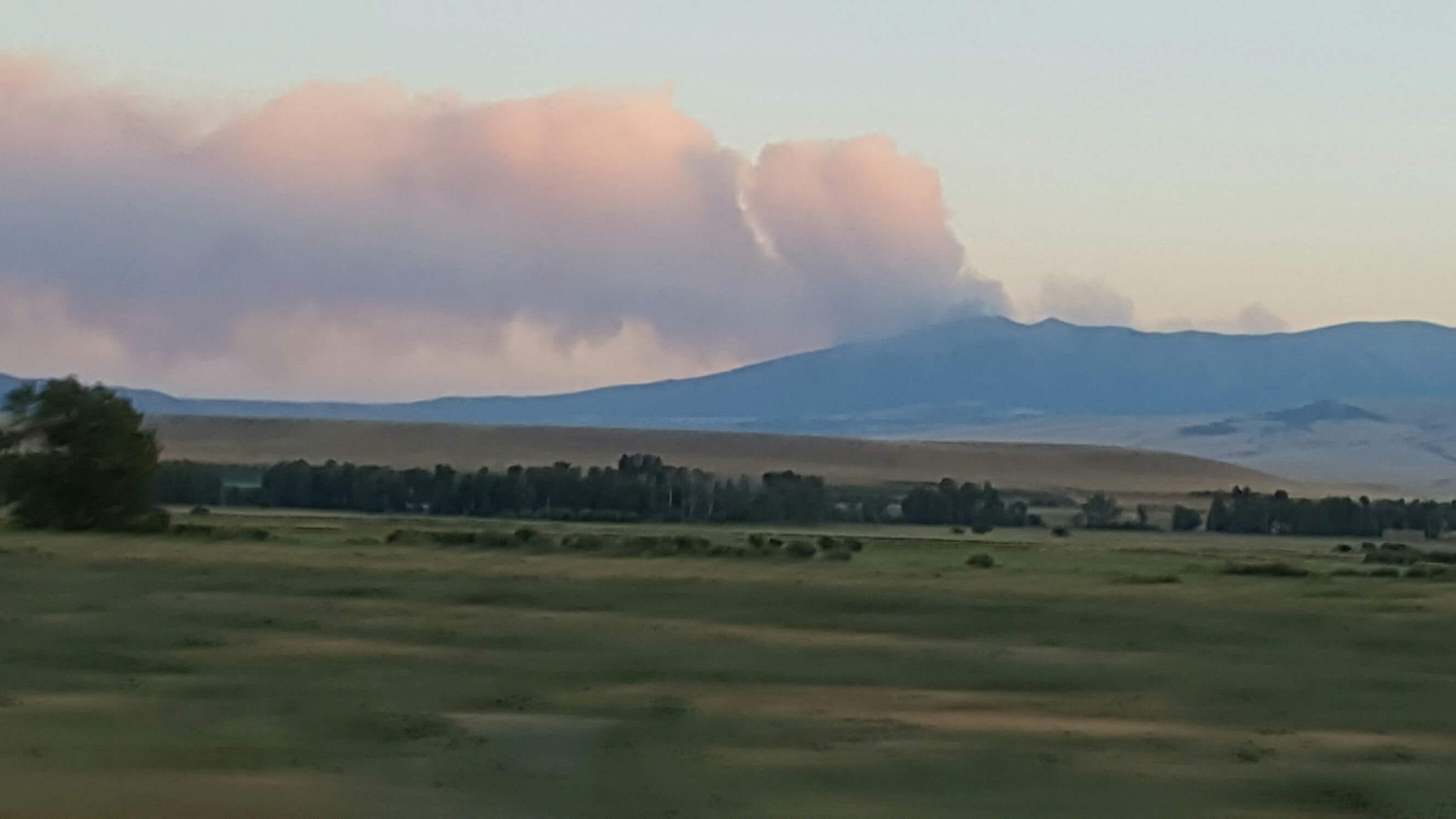 Blacktail Fire, from Highway 12 between White Sulpur Springs and Harlo. (Photo by Diane Reidelbach)