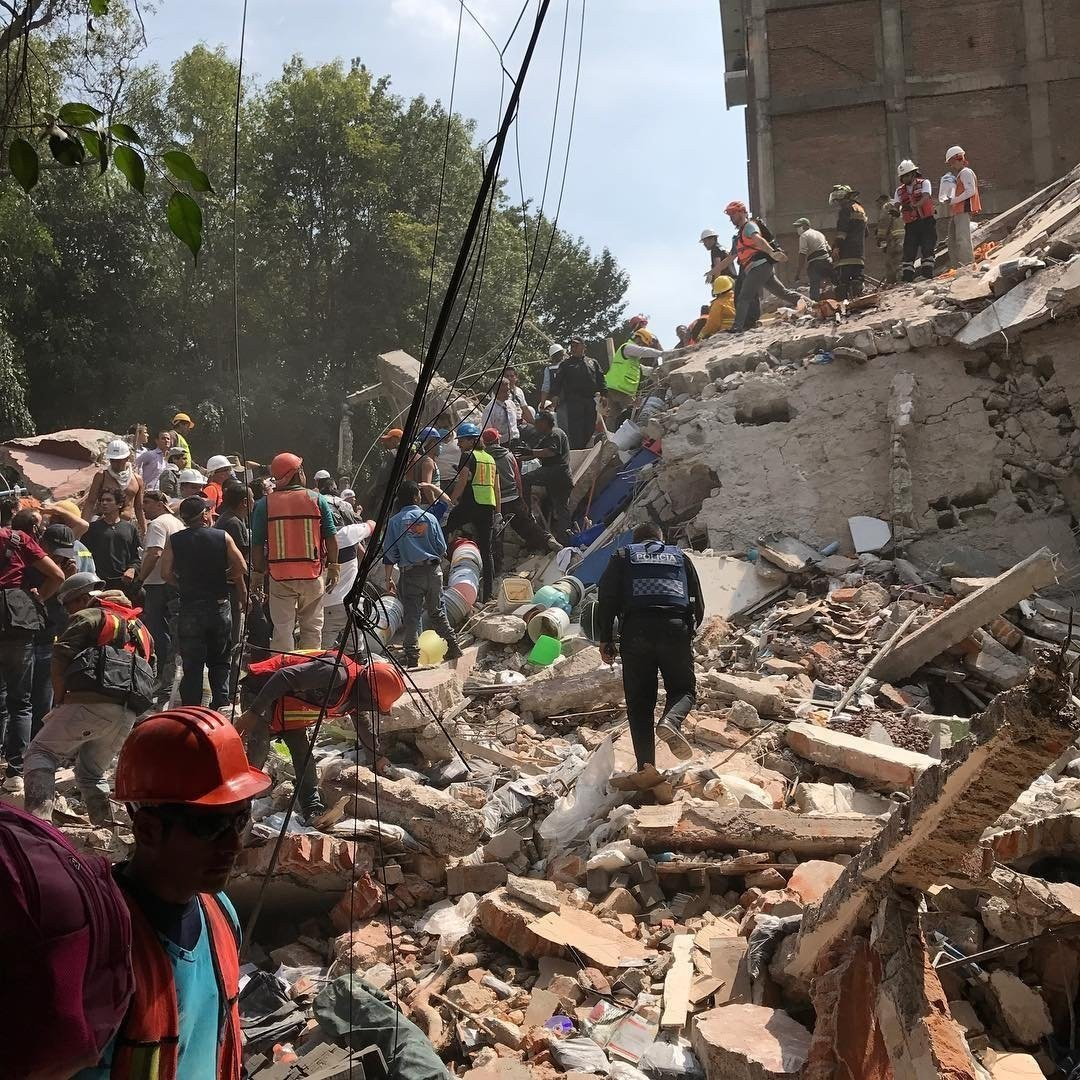 People searching rubble of fallen building in Mexico City. photo by Obie Fernandez. courtesy of CNN.