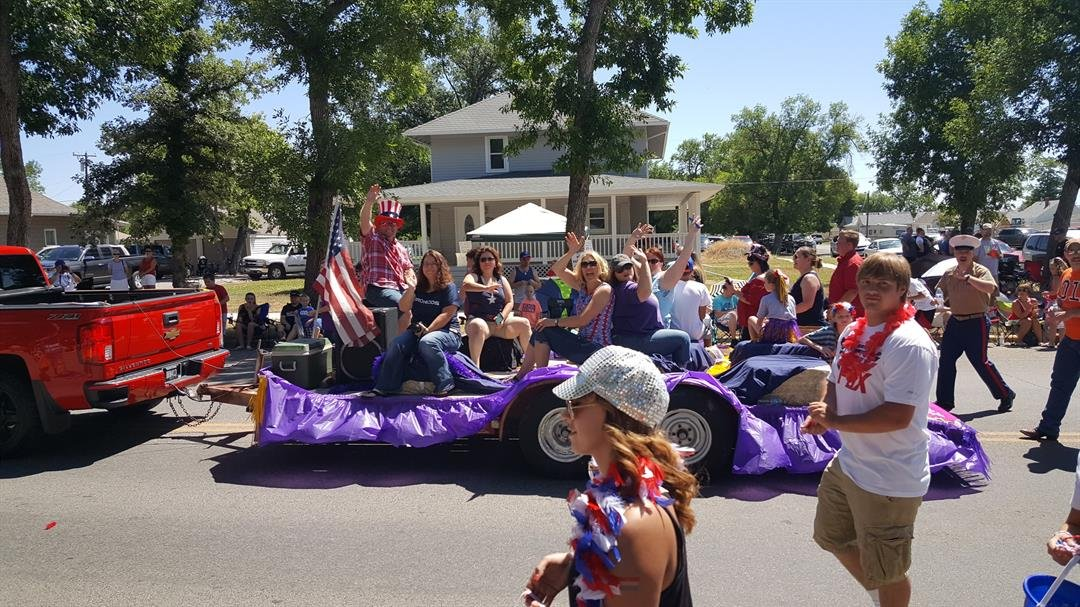 Participants wave during the 2016 Laurel Fourth of July Parade. photo by Erik Olson