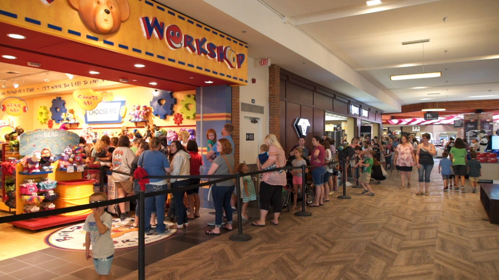 People waited in line for hours at Rimrock Mall (MTN News/Brandon Sullivan Photo)