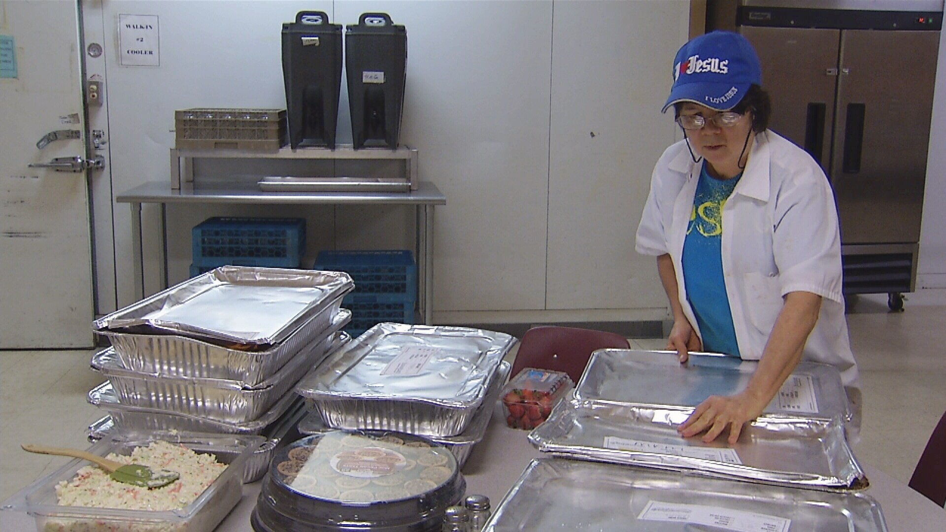 MRM employees prepare meals (MTN News)