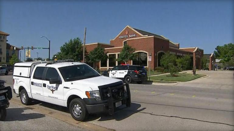 Police respond to Veritex bank in Fort Worth after three employees were shot there Thursday morning  CBS DFW
